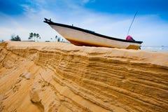 Por do sol dos barcos de pesca em Malaysia Foto de Stock Royalty Free