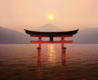 Por do sol dos Tori de Fuji foto de stock