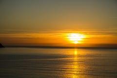 Por do sol dourado através de Torquay Fotos de Stock Royalty Free