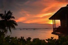 Por do sol dourado Bintan maravilhoso Indonésia fotografia de stock