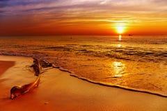 Por do sol dourado, console de Chang, Tailândia fotografia de stock