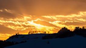 Por do sol dourado sobre o lapso de tempo da paisagem filme