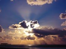 Por do sol dramático Imagens de Stock