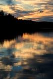 Por do sol dramático do céu fotografia de stock