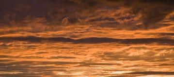Por do sol dramático do céu Imagens de Stock