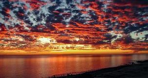 Por do sol dramático em Rocky Point, México fotos de stock
