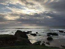 Por do sol dramático do oceano imagens de stock