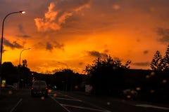 Por do sol dramático sobre a estrada fotografia de stock royalty free