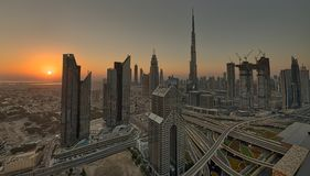 Por do sol Dubai do centro durante o por do sol fotos de stock royalty free