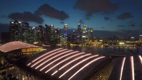 Por do sol duradouro da opinião da baía do porto do timelapse de HD Singapura vídeos de arquivo