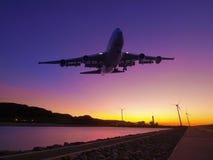 Por do sol e avião Fotografia de Stock