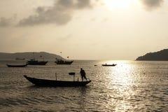 Por do sol e barcos Fotografia de Stock Royalty Free