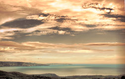 Por do sol e cloudscape sobre o mar Foto de Stock Royalty Free