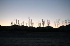 Por do sol e crepúsculo na costa do parque natural de Cabo de Gata, Almeria, Andaluzia, Espanha, área vulcanic, mar e montanhas fotos de stock royalty free