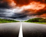 Por do sol e estrada Foto de Stock