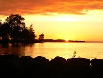Por do sol e lago Imagem de Stock