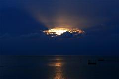 Por do sol e mar imagens de stock royalty free