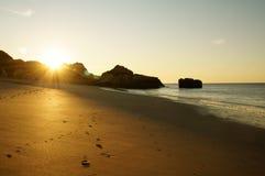 Por do sol e praia Fotos de Stock