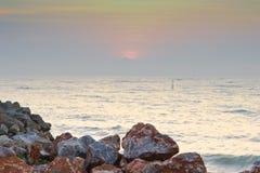 Por do sol e praia Imagem de Stock