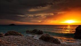 Por do sol e praia Imagens de Stock Royalty Free