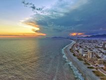 Por do sol e praia Fotografia de Stock Royalty Free