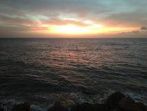 Por do sol em Aguada Puerto Rico Beach imagem de stock