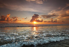 Por do sol em Bali Fotos de Stock