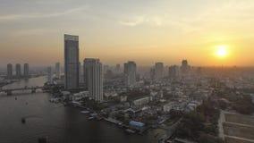Por do sol em Banguecoque, arquitetura da cidade foto de stock