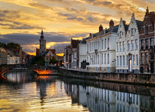 Por do sol em Bruges, Bélgica foto de stock royalty free