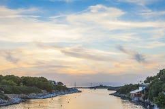 Por do sol em Cala Santandria, ao sul do ciudadela, Minorca, Mernoca, Imagens de Stock Royalty Free