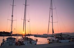 Por do sol em Corfu yachts imagens de stock royalty free