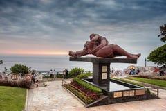 Por do sol em EL Parque del Amor em Miraflores, Lima, Peru imagens de stock royalty free