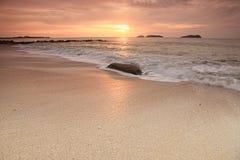 Por do sol em ilhas de Bornéu foto de stock