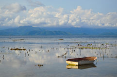 Por do sol em Indonésia imagem de stock