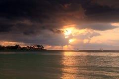 Por do sol em Jamaica, mar das caraíbas Fotos de Stock Royalty Free