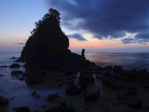 Por do sol em Karang Agung Beach Kebumen fotografia de stock royalty free