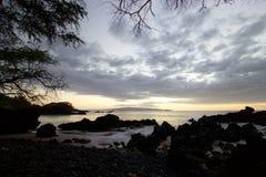 Por do sol em Makena Bay fotografia de stock royalty free