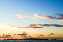 Por do sol em Maldivas, férias Imagem de Stock