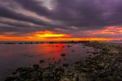 Por do sol em Marina di Massa Foto de Stock Royalty Free