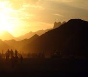 Por do sol em montanhas do deserto do th em Egito perto de Hurgada, Egito Foto de Stock