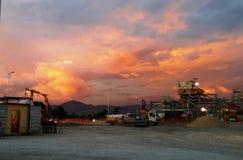 Por do sol em montanhas do Papuan Imagens de Stock