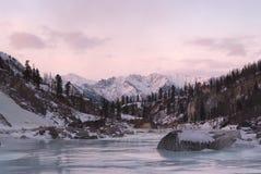 Por do sol em montanhas orientais de Sayan Fotos de Stock