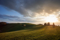 Por do sol em montes na Floresta Negra, Alemanha Fotografia de Stock