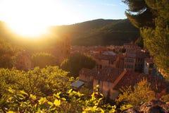 Por do sol em Moustiers-Sainte-Marie fotos de stock