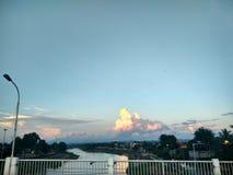 Por do sol em Nan River em Nan, Tailândia Foto de Stock Royalty Free