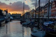 Por do sol em Nyhavn, Copenhaga Imagem de Stock
