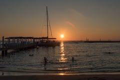 Por do sol em Oahu imagem de stock