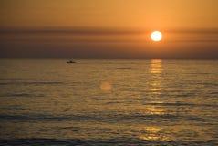 Por do sol em Oceano Atlântico Fotos de Stock Royalty Free