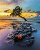 Por do sol em Pantai Kuri Caddi fotos de stock royalty free