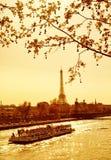 Por do sol em Paris fotos de stock royalty free